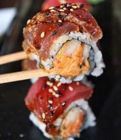 Monday's may be tough but there's always sushi Follow Make Sushi for more sushi and go to buff.ly/2zkK1XY for more recipes Pic via @nycfoodcoma Make Sushi http://ift.tt/2AWgMXE