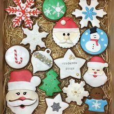 Już są!! 😊 Świąteczne pierniczki specjalnie dla Was. Tyle osób o nie pytało więc nie było wyjścia - musiałam przygotować nowe wzory 😀🎄🎁🎀🍪 #pierniczki #pierniki #swiateczneciasteczka #ciasteczka #cookies #mgotuje #swietatuztuz #swieta #bozenarodzenie #piernik #prezent #paslek #pasłęk #tortypasłęk #ciastapaslek #mikołajki #mikołaj #choinka #merychristmas