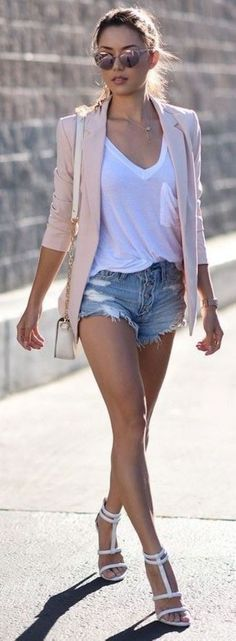 Stunning 37 Best Shorts Outfits Ideas to Copy This Summer http://outfitmad.com/2018/03/05/37-best-shorts-outfits-ideas-copy-summer/