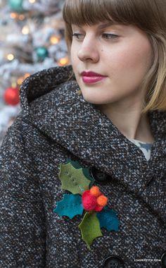 #HolidayBrooch #FeltCraft www.LiaGriffith.com: