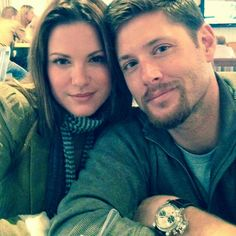 Supernatural Season 12 actor Jensen Ackles and Danneel Harris are expecting twins later this year. Jensen Ackles Wife, Jensen Ackles Jared Padalecki, Jared And Jensen, Supernatural Season 12, Supernatural Star, Supernatural Bunker, Dean Winchester, Brady Family, Danneel Harris