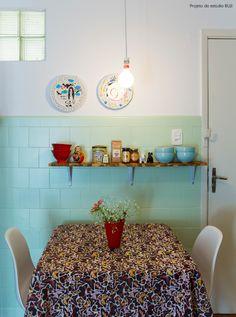 like the tile color Cozy Apartment Decor, Apartment Kitchen Organization, Apartment Living, Interior Design Living Room, Living Room Decor, Bedroom Decor, Sweet Home, Beautiful Kitchens, Vintage Kitchen