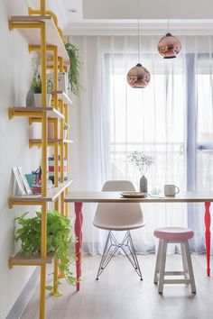 The Wonderland Apartment by House Design Studio Adoro esta estante! Deco Pastel, Sweet Home, Interior And Exterior, Interior Design, Cheap Apartment, Colorful Apartment, Design Case, Home Studio, Home Living