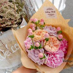 Élő virágok – Vintage World Making A Bouquet, Cafe Shop, Vintage, Flowers, Coffee Shops, Coffee Store, Vintage Comics, Royal Icing Flowers, Flower
