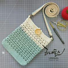 Marvelous Crochet A Shell Stitch Purse Bag Ideas. Wonderful Crochet A Shell Stitch Purse Bag Ideas. Crochet Handbags, Crochet Purses, Crochet Shell Stitch, Crochet Stitches, Artisanats Denim, Crochet Phone Cases, Crochet Shoulder Bags, Crochet Purse Patterns, Yarn Bag