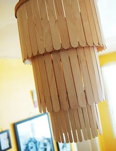 diy-popsicle-chandelier- popsicle sticks and embroidery hoops How To Make A Chandelier, Diy Chandelier, Diy Popsicle Stick Crafts, Popsicle Sticks, Cool Wood Projects, Easy Projects, Stick Art, Diy Holz, Kids Wood