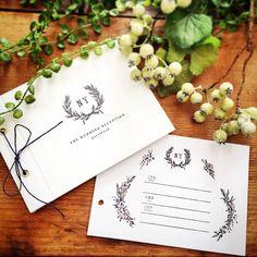 #シェアInstagram ○guest book○ * イラストから手描きして作りました⚘ 書いてもらう時に混雑しないように人家族に1枚に。 普段紙箱を作っているので簡単〜♫ #wedding#ウェディング#結婚式#guestbook#ゲストブック#芳名帳