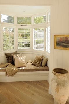 Reading nook...bright and comfy! I really likd this. Homey and airy and cozy all at the same time