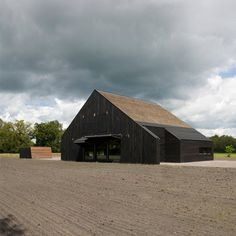 Het Entreehuis by Bureau B+B Dutch studio Bureau B+B have completed a house on a country estate in the Netherlands with a thatched roof but no eves. Called Het Entreehuis, the building is the first of. Country Estate, Modern Country, B & B, Modern Barn House, Dutch House, Wood Architecture, Thatched Roof, Wooden House, Black House