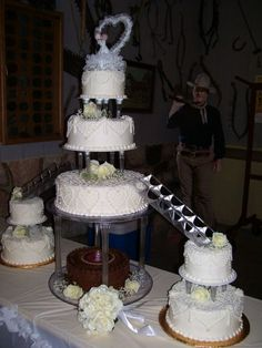 Wedding+cakes+with+fountains+and+stairs