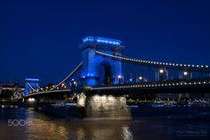 Blue Water Chain Bridge - Chain Bridge individual water blue light 30 days before the 17th FINA World Championships. / A Lánchíd egyedi víz kék fényben a 17. FINA Világbajnokság előtt 30 nappal