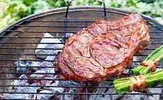 Bild: GUSTO / Eisenhut & Mayer. Der ultimative Grill-Guide. Die Grillsaison ist eröffnet! Auf der Wiese, im Garten, auf der Terrasse oder am Balkon wird gebrutzelt, was das Zeug hält. Wir haben die besten Profi-Tipps und köstliche Rezepte.