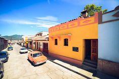 Esta es la Fachada de Casa Francisco, ubicada en el Barrio de Guadalupe.