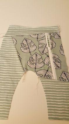 Nå som du har tegnet opp og klippet stoff slik som beskrevet i Hvordan tegne lomme med glidelås på en harembukse #pocketwithazip, er du klar for å begynne å sy! Tekstiler