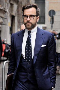 王道「ネイビースーツ」の着こなし術:ネイビースーツの基礎からワンランク上のおしゃれまで。|U-NOTE [ユーノート]