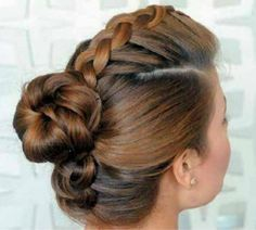 The Best Summer Hair Defrizzers Serum 2020.Styling gel on the front (best selling Frizz Ease is his choice) and combing it back into a little ballerina knot #ballerina#Stylinggel#Best#Summer#Hair#Defrizzers#Serum#combing# Ideas Paso A Paso, Medieval Hairstyles, Hair Dos, Braids, Hair Color, Hair Styles, Makeup, Google, Fashion