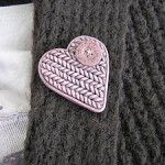 Faux knitted heart pin tutorial as posted by Kolika