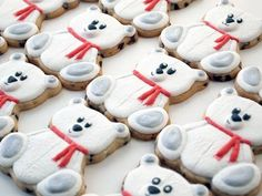These polar teddy bear cookies use an easy to find Wilton cookie cutter, have a great furry look, sweet wide-eyed faces, and shimmery paws. Teddy Bear Cookies, Baby Cookies, Baby Shower Cookies, Iced Shortbread Cookies, Flamingo, Biscuits, Wilton, Cookie Videos, Animal Cupcakes