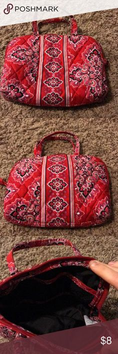 ❤️ Vera Bradley Frankly Scarlet Small Organizer This small organizer is in excellent condition. It has three small mesh patches and one small zip pouch on the inside. It measures 8Lx7Hx2W. Vera Bradley Bags Cosmetic Bags & Cases