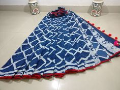 New collection of mul cotton pom pom lace sarees with blouse piece . Normal wash or dry clean. Lace Saree, Cotton Saree, Elegant Fashion Wear, Trendy Fashion, Printed Blouse, Printed Cotton, Indigo Saree, Velvet Saree, Elegant Saree