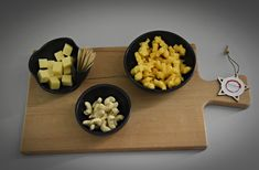 Set van 3 unieke handgedraaide tapas kommetjes (1 kommetje met tandenstoker houder) / schaaltjes / aperitief set / keramiek - steengoed Tapas, Vintage Outfits, Dairy, Cheese, Food, Essen, Meals, Yemek, Eten