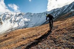 One of the southernmost valleys of Switzerland beautifully shown here by @alpinebiking - First snow coming down real far this weekend. The #alpinebiking season is probably over for now. #mountains #landscape #engadin #switzerland #loveswitzerland #mtb #alpine #scenery #epic #snow #autumn #biking #bike #mtblife #alpinasports #adventure #triple2 #mt7 #magura #evoc #bikebergsteigen @nicobahro_photography - #mtbswitzerland