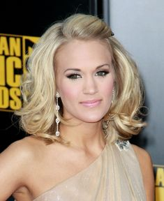 Carrie Underwoods sexy hairstyle at the 2009 American Music Awards