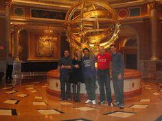 Eu e meus amigos em Las Vegas.  Tetos e Paredes Fabulosos.