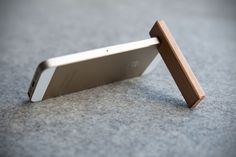 COBURN Jr. Minimalist Wood iPhone Stand - mikeshouts
