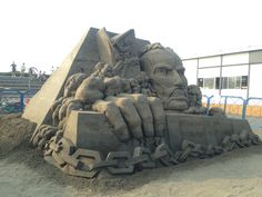 進撃の巨人!砂!