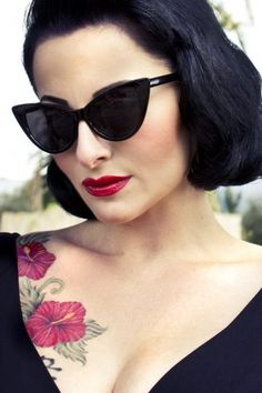 cat eye glasses tattoo pin up Moda Rockabilly, Pin Up Rockabilly, Rockabilly Fashion, Retro Outfits, Komplette Outfits, Estilo Pin Up, 2014 Trends, Summer Trends, Pin Up Negras