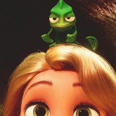 Also going to make a Pascal for me. If I had a chameleon, a real one, I'd totally wear it.