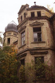 abandon mansion