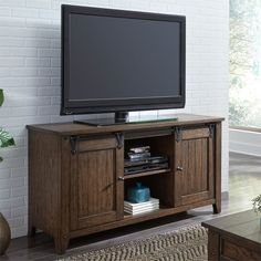 Center your living room around the Liberty Furniture Industries Lake House TV Stand for charming, farmhouse style. Two sliding barn doors let you. Floating Entertainment Center, Home Entertainment Centers, Entertainment Furniture, Entertainment System, Diy Ikea Hacks, Barn Style Doors, Barn Doors, Sliding Doors, Liberty Furniture