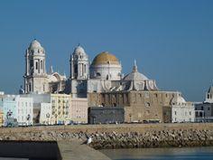 Catedral de Santa Cruz de Cádiz – España. http://fotosdehoy.wordpress.com/2012/04/14/fotos-catedral-de-santa-cruz-de-cadiz-espana/