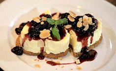 Cheesecake tradicional com calda de amoras: assista ao vídeo com a receita - Receitas - Receitas GNT