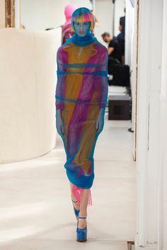 Maison Margiela Fall 2018 Couture Fashion Show Collection: See the complete Maison Margiela Fall 2018 Couture collection. Look 23 Couture Fashion, Runway Fashion, Fashion Models, Fashion Trends, Fashion Show Collection, Couture Collection, Fashion 2018, Fashion Week, Weird Fashion