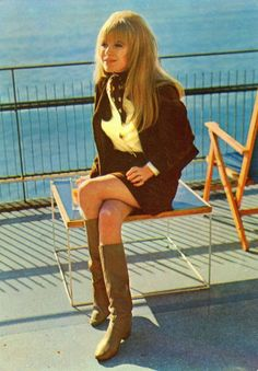 Marianne Faithful, in all of her 60s glamor.