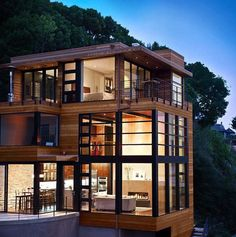 Cliff house features spectacular walls of glass in Sausalito