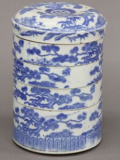 CHINESE BLUE AND WHITE STACKING PORCELAIN SET