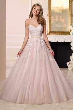The quintessential princess dress, this Stella York bridal gown features a sweetheart neckline and ethereal tulle skirt.