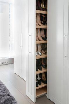 19 Wonderful Walk-In Closets - Walk In Closet Designs and Ideas - Home Design Walk In Closet Design, Bedroom Closet Design, Closet Designs, Bedroom Tv, Basement Designs, Walking Closet, Shoe Organizer, Closet Organization, Organization Ideas