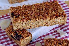 Crispy toasts of pork and crottin de Chavignol - Healthy Food Mom Healthy Cereal, Healthy Cake, Healthy Desserts, Gourmet Recipes, Sweet Recipes, Vegan Recipes, Custard Recipes, Snacks Saludables, Granola Bars