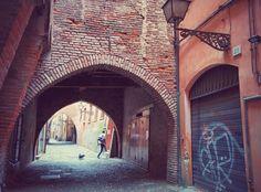 #Ferrara #ViadelleVolte - Una via misteriosa dal fascino medievale.