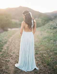 What to wear to your engagement photos: We <3 this pale blue maxi dress