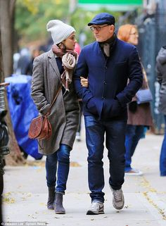 Daniel Craig enjoys a romantic stroll with wife Rachel Weisz in NYC is part of Rachel weisz After weeks of jetsetting, endless interviews and premieres, Daniel Craig is finally able to relax with hi - Daniel Craig Rachel Weisz, Daniel Craig James Bond, Gentleman Hat, Gentleman Style, James Bond Style, Outfits Hombre, Old Shows, Crocodile Skin, News Boy Hat