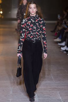 See the complete Isabel Marant Fall 2017 Ready-to-Wear collection.