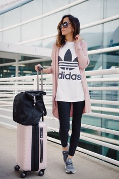 Best travel items in the Nordstrom sale nordstromsale nordygirl travelessentials 33284484731886527 Athleisure Outfits, Sporty Outfits, Summer Outfits, Comfy Travel Outfit, Winter Travel Outfit, Looks Adidas, Outfits Leggins, Travel Necessities, Nordstrom Sale