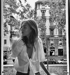 Black and White Photography of Women: How Take Beautiful Pictures – Black and White Photography Black And White Aesthetic, Black N White, Black And White Instagram, Paris Mode, My Hairstyle, Black And White Photography, Monochrome, Cool Pictures, Candid Photography