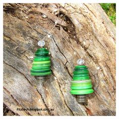 Button Christmas trees.  SO cute and easy to make.  Free instructions from Fitzbirch Crafts